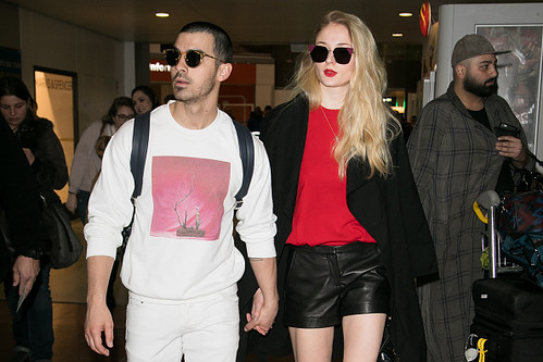 @DonJohnstonLC : TIME: Sophie Turner says dating Joe Jonas is like 'living in a fishbowl' https://t.co/nwTBlFvbNG