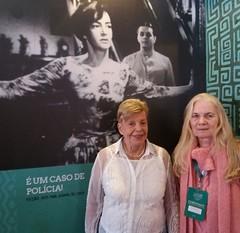 """Alice Gonzaga e Patrícia Civella, que apresentou esta noite na CineOP o filme """"É um Caso de Polícia"""", dirigido por sua tia Clara Civella.  O filme é uma deliciosa comédia de 1959, produção que marca a estreia de Glauce Rocha e Cláudio Correa e Castro na t"""