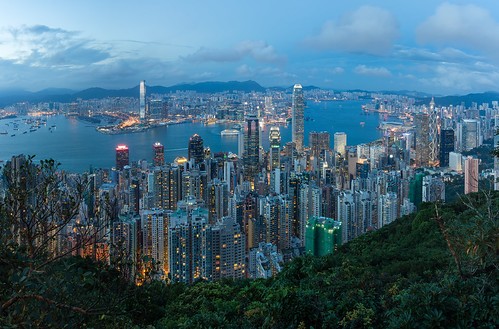hongkong hongkongisland central kowloon thepeak panorama ifc internationalfinancecentre bankofchina theritzcarlton cruise city cityscape citylandscape citylights dusk bluehour night skyline skyscraper architecture urban jungle victoriaharbour landscape
