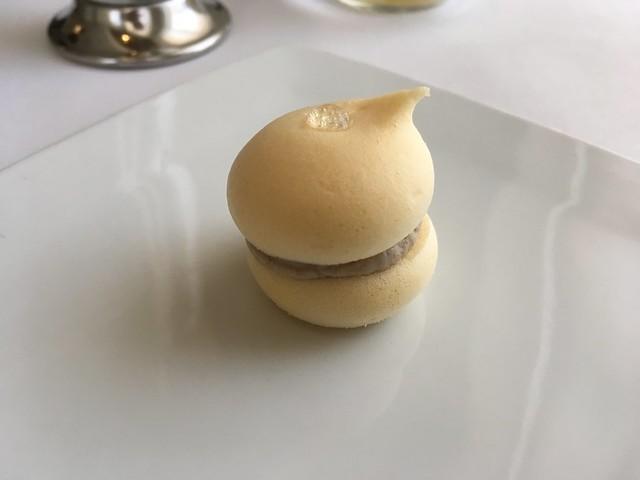 Chamomile vinegar macaron - Volt