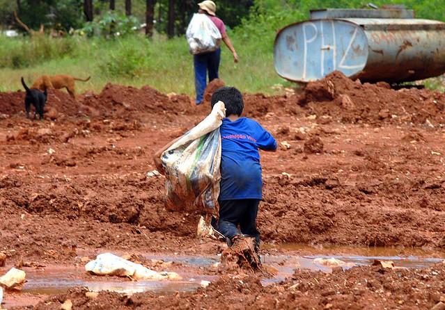 Cerca de 2,7 milhões de crianças e adolescentes desenvolvem alguma ocupação econômica no Brasil - Créditos: Marcello Casal Jr./Agência Brasil