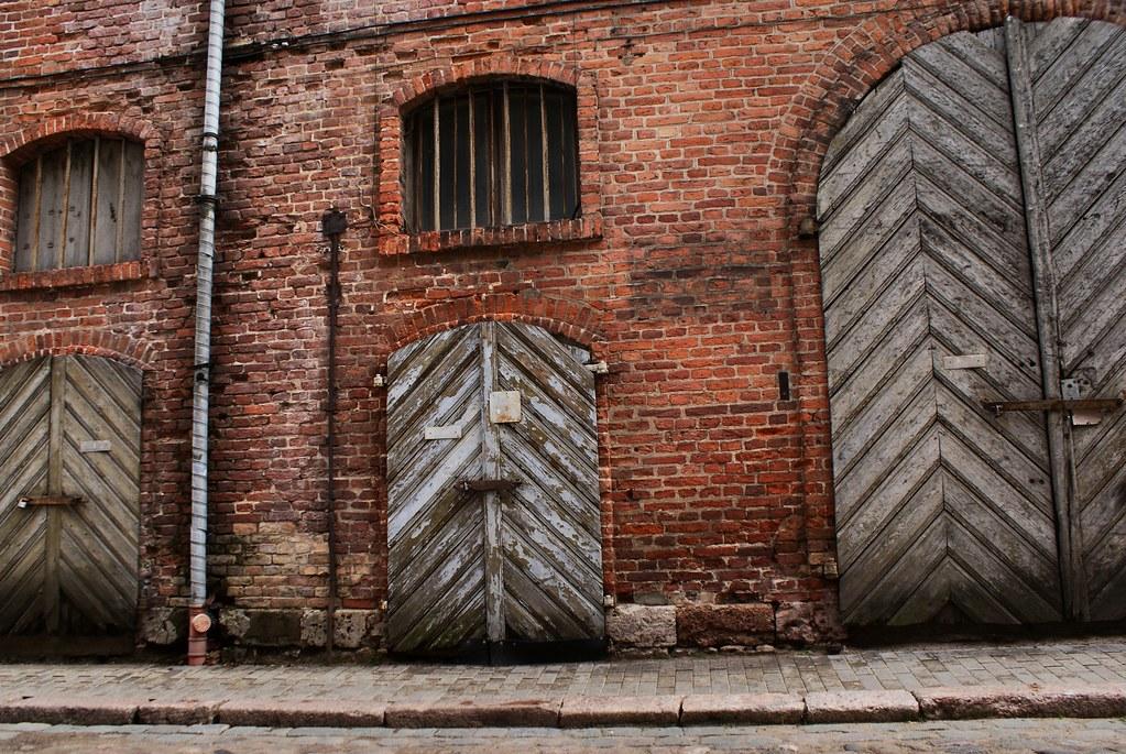 Vieux hangars industriels dans le nord du Vieux Riga.