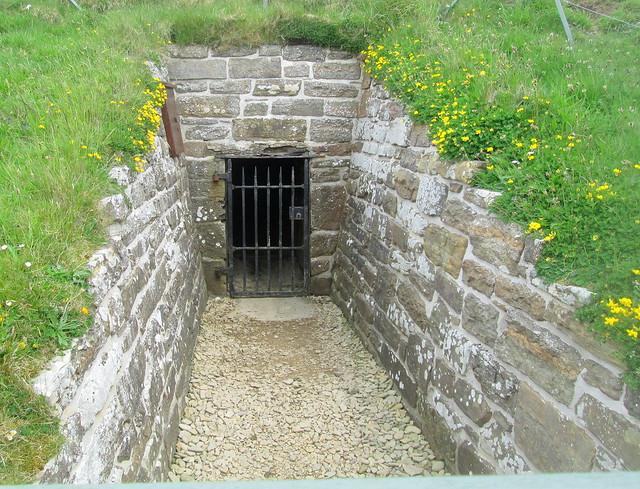 Maeshowe Chamber  entrance  ce