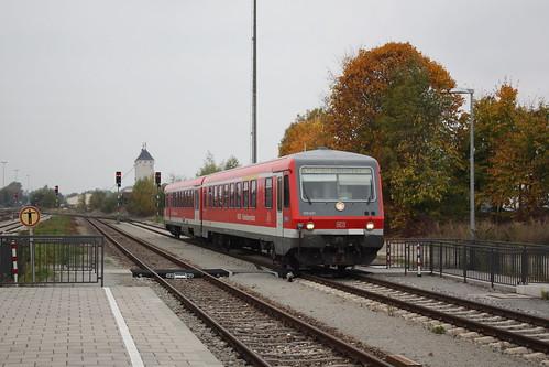 DB Südostbayernbahn: 928 630 + 628 630 fahren aus Mühldorf (Obrerbay) kommend in den Grenzbahnhof Simbach (Inn) ein