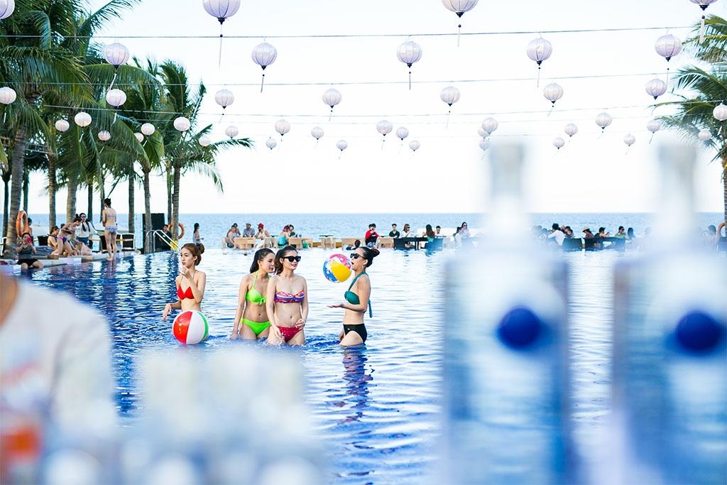 Quẩy tưng bừng cùng những nghệ sĩ hot nhất Việt Nam tại Naman Pool Party 1