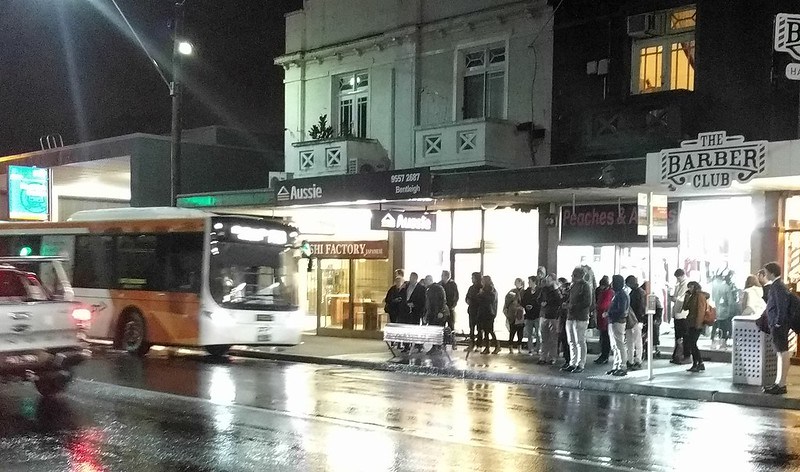 703 bus arrives at Bentleigh station