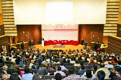 Conferencia magistral: Un nuevo mundo, ¿una nueva estrategia de desarrollo?