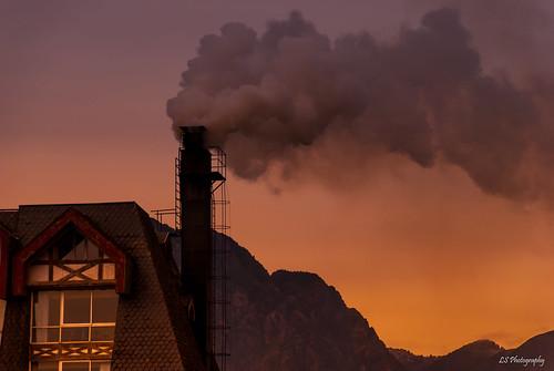 pucon ixregión chile kiltro tejado cielo roof sky smoke sunset mountains landscape