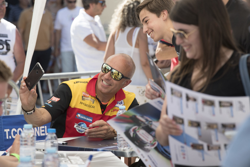 CORONEL Tom (ned) Chevrolet RML Cruze team ROAL Motorsport ambiance portrait fan supporter during the 2017 FIA WTCC World Touring Car Championship race of Portugal, Vila Real from june 23 to 25 - Photo Gregory Lenormand / DPPI