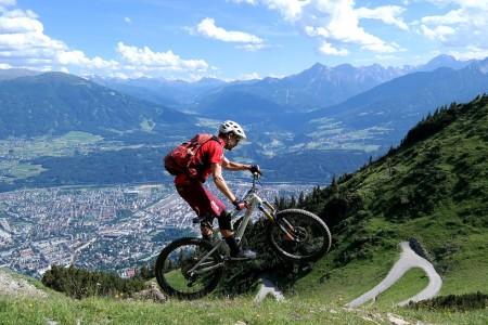 Bike SNOW tour: Innsbruck - trialy na bicykli alebo romantická večera? Vždy s výhľadom na mesto!