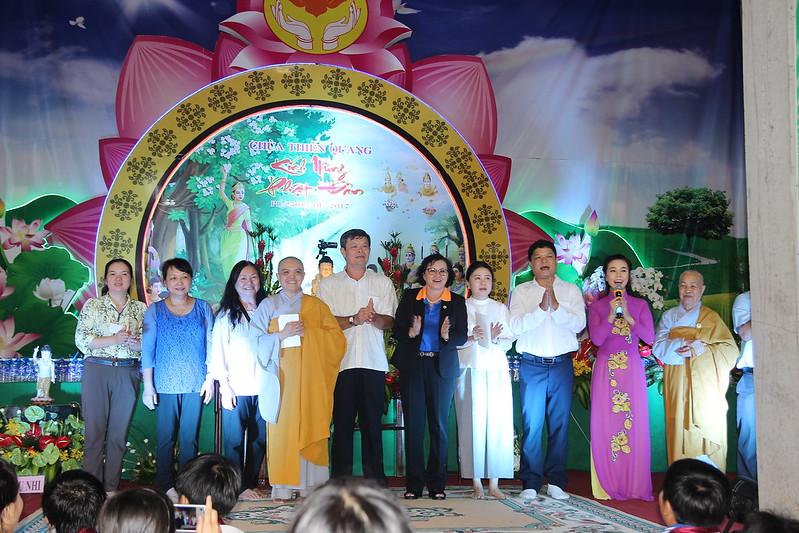 Lãnh đạo chính quyền và các vị khách quý  tại lễ Khánh Đản