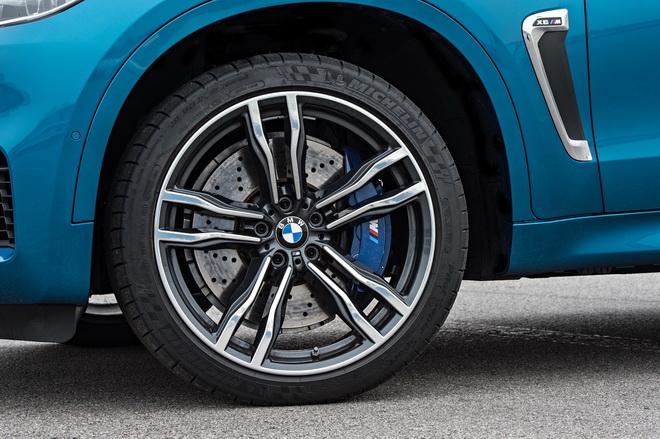[新聞照片三] 全新BMW X5 M、BMW X6 M升級21吋五幅雙肋式M款輪圈
