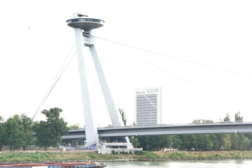 Architecture communiste : Pont sur le Danube à Bratislava.