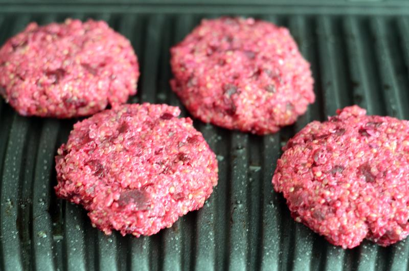 Hambúrgueres de quinoa e beterraba (com curgete grelhada)