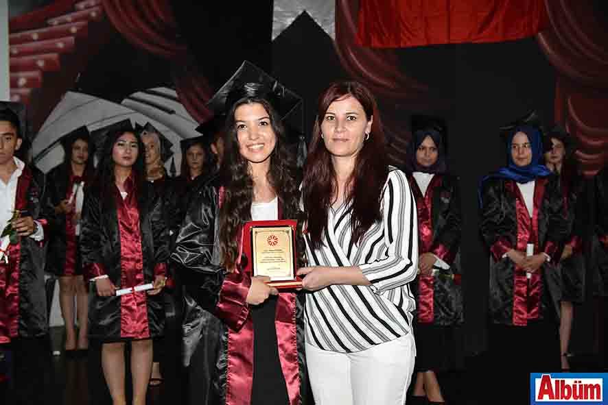 Özel Alanya Anadolu Sağlık Meslek Lisesi ilk mezunlarını verdi3