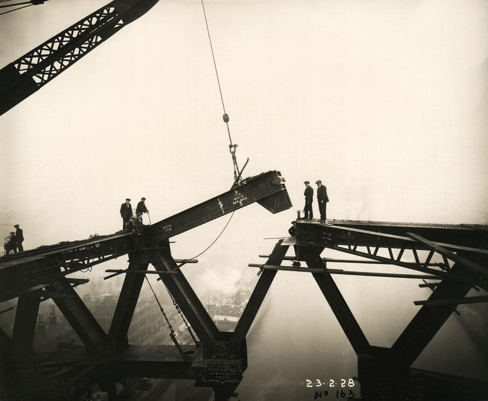 The Tyne Bridge arch nears completion