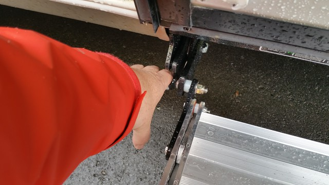 Lifting the locking lever
