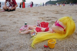 """Sunbathing on the beach, reading your favourite book & then falling asleep is a very enjoyable moment. But...I was kind of afraid people will step on me�� as I'm so tiny!""   #blythe #blythetravelstory"
