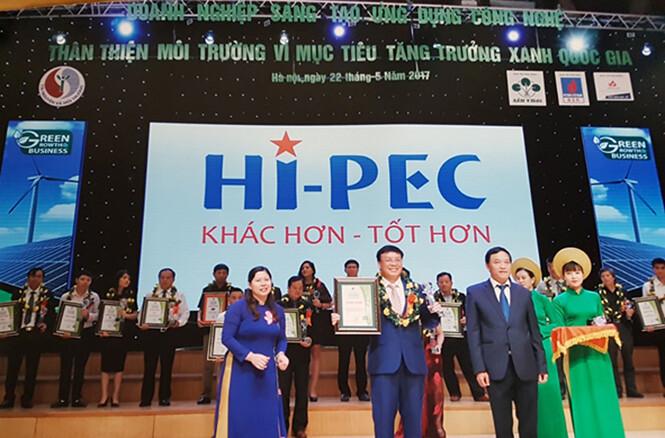 """Hi-Pec nhận giải thưởng """"Doanh nghiệp sáng tạo - Ứng dụng công nghệ thân thiện môi trường"""" năm 2017"""