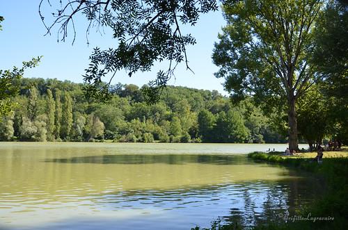 Néguenou. Soleil de plomb sur le lac.