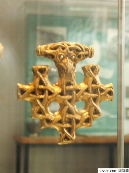The-jewelry-dates-from-the-late-Viking-Age-c.-10th-century.-Photo-Credit_450_600