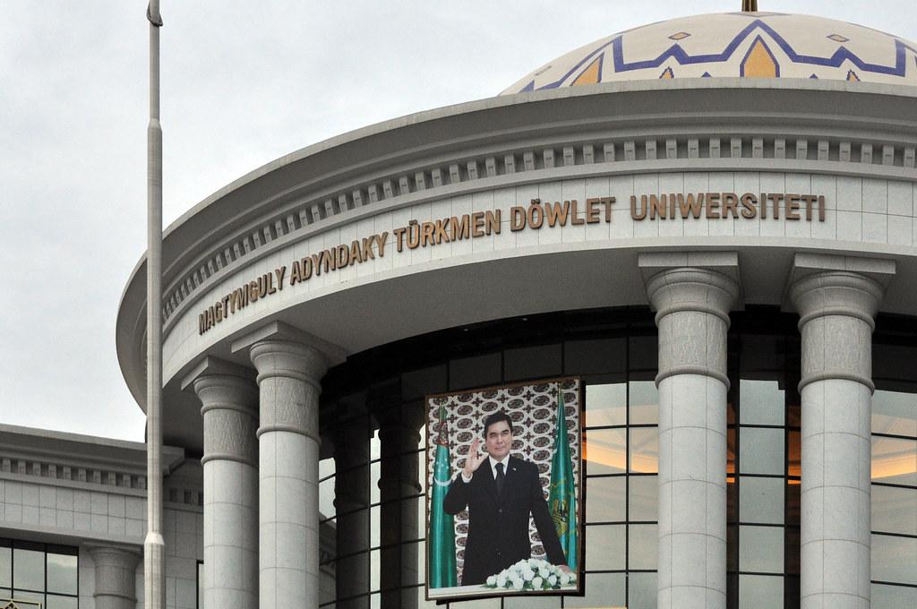 presidential portret, Ashgabat