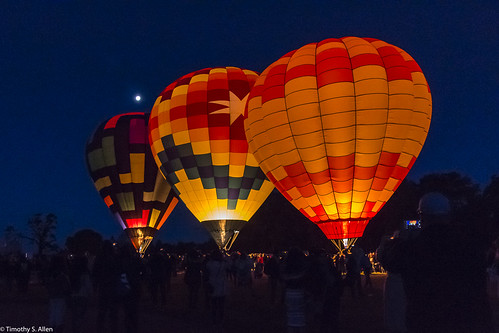 calfiornia sonomacountyhotairballoonclassic windlow balloons hotairballoon moon gas dawn patrol light bluehour