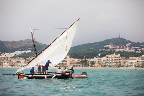 Hissant veles a la bocana del port: la Carlos Barral