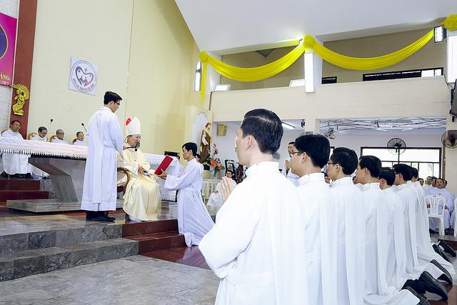 GP.PHAN THIẾT: Lễ Phong Chức 9 Phó Tế