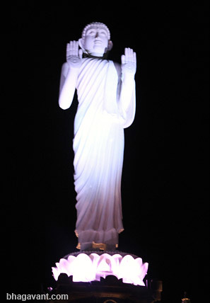 Rupaka Buddha di Vihara Empu Astapaka, Gilimanuk, Bali.