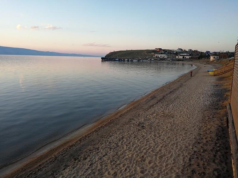 Mała plaża koło Chużyru na Olchonie