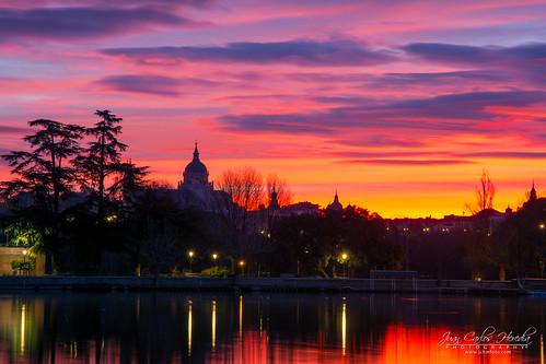 redsky sky madrid lake europe sunrise spain amanecer breakofday cielo cielorojo dawn daybreak españa europa lago mañana morning salidadelsol sunup