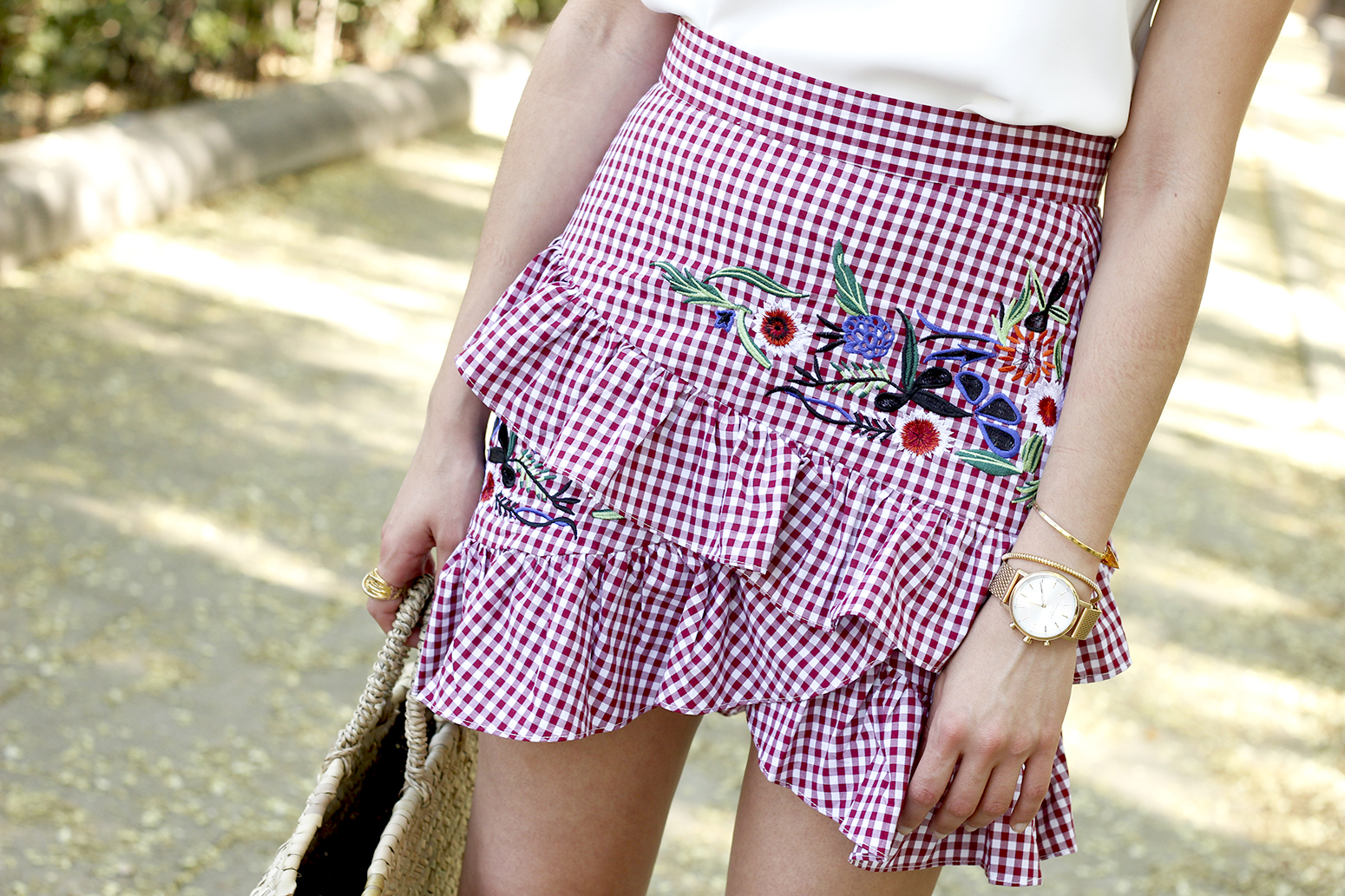 Vichy skirt with embroidered flowers rafia bag heels summer outfit style15