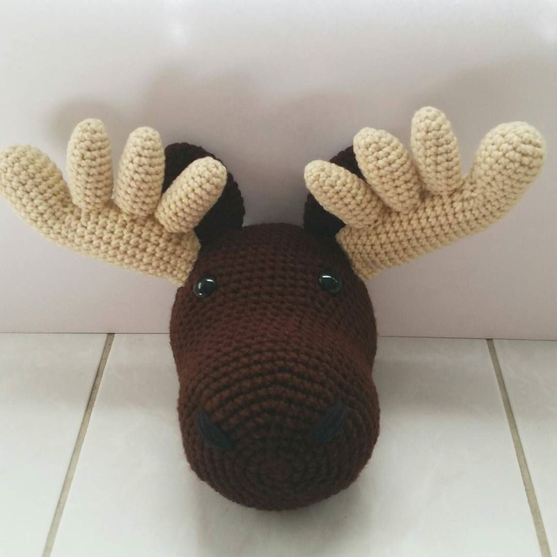 having a small break from all the hand projects thanks to pain 😐 blah! 👇 here's a moose head that I finished last week and forgot to post! No pattern for him, he was a lot of fun to figure out as I crocheted. He's already gone to h