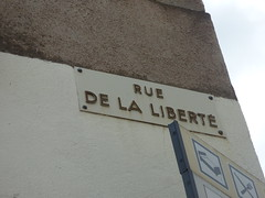 Rue de la Liberté, Semur-en-Auxois - road sign - Photo of Athie