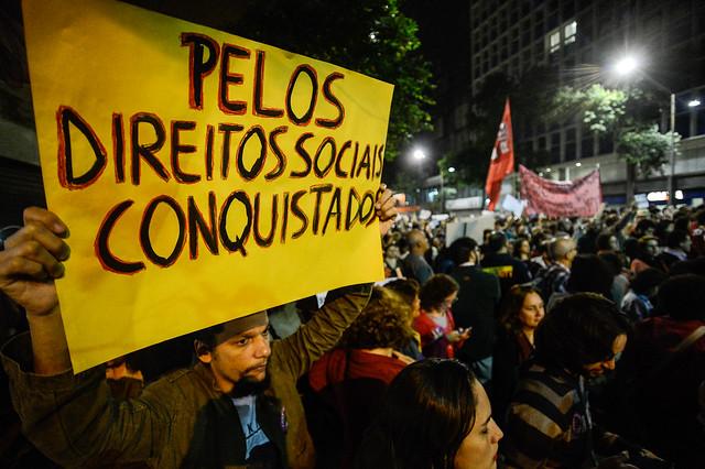 Durante greve geral, ato contra Temer acontece na Candelária, no Rio
