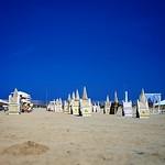 Fiumicino: lettini al mare