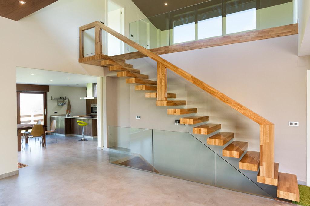 Escalera en madera de roble