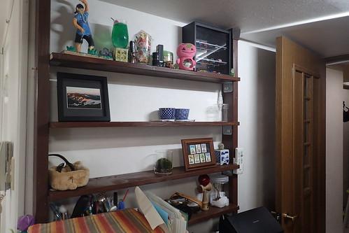 壁の棚をリニューアル