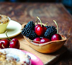 I don't usually see #fruit as a #dessert but when they are as sweet and pretty to look at as these #cherries and #blackberries , I make room for them on my dessert platter :blush: . . #summer #bestfoodworld #eathotdinner #buzzfeast  #feedfeed #forkyeah #E
