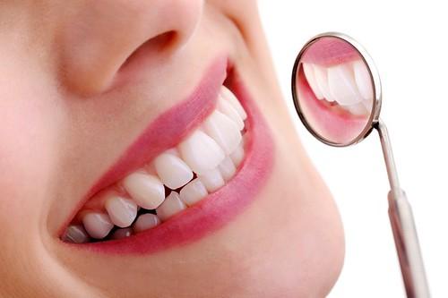 Có nên làm răng sứ?