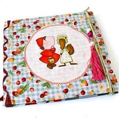 Baby journal #inspired in the forest and the Little Red Riding Hood. Have a wonderful #weekend 🌲 Livro de bebé, em branco, alusivo à floresta e ao Capuchinho Vermelho. Tenha um excelente fim de semana! #avedouda #thingswithsoul #littleredri