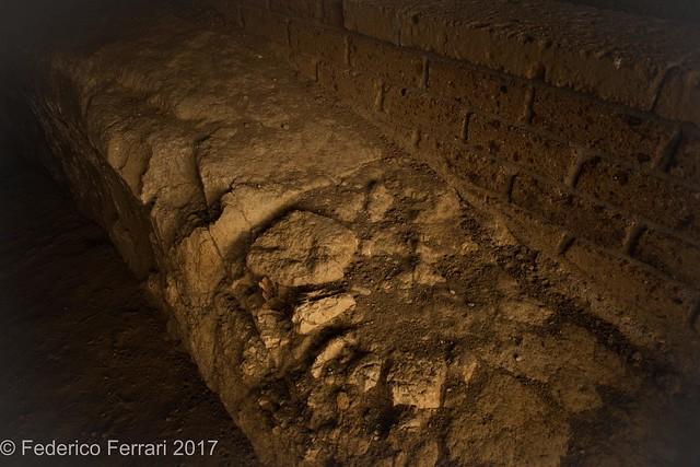 Tomba dei leoni ruggenti interno lato dx