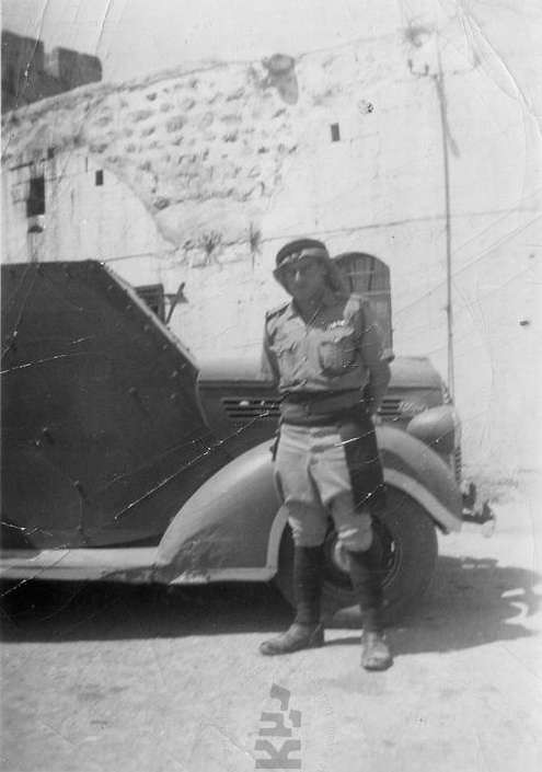 Armoured-car-and-arab-policeman-1939-40-ybz-1