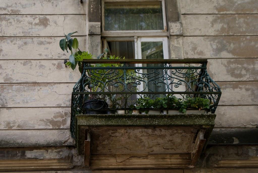 Balcon fleurie du quartier de Podgorze à Cracovie.