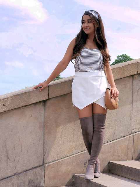 Elegant Spanish girl, Canon POWERSHOT G1 X