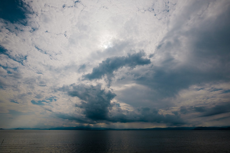 One day the sky of Lake Biwa