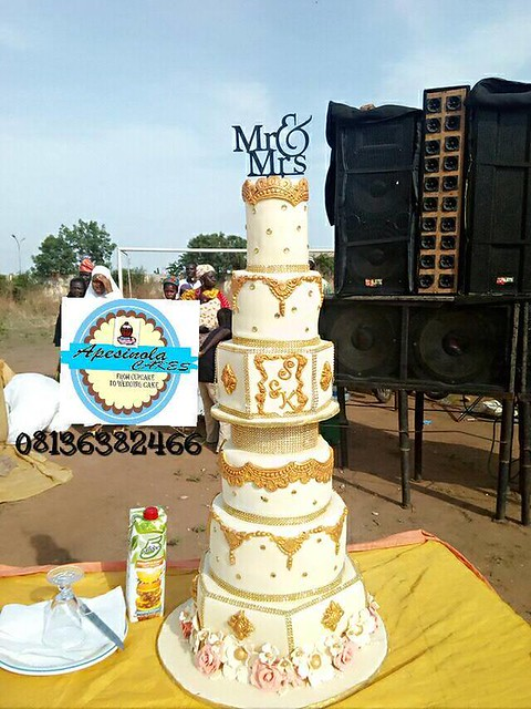 Cake by Apesinola cakes and confectionery