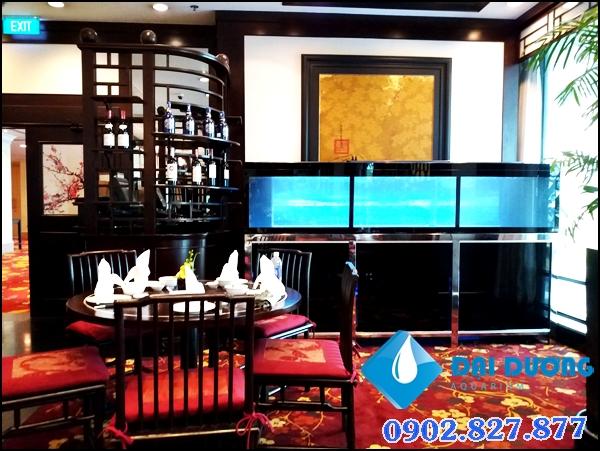 hồ chứa tôm hùm tại nhà hàng Renaissance Riverside Hotel