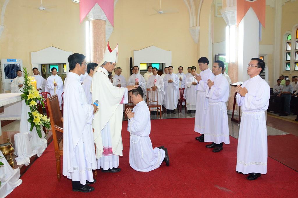 Thánh Lễ Truyền Chức Phó Tế Tại Giáo Phận Qui Nhơn